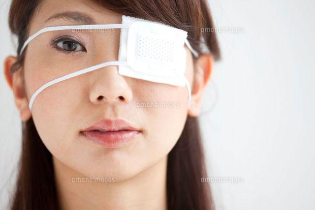 眼帯をしている女性 (c)AID
