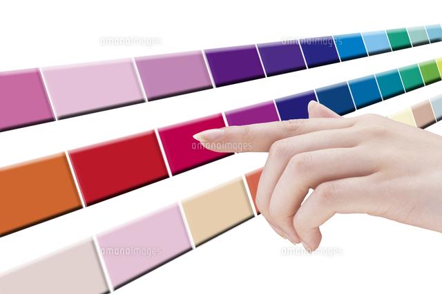 カラーを選ぶ女性の手 (c)GYRO PHOTOGRAPHY/a.collectionRF