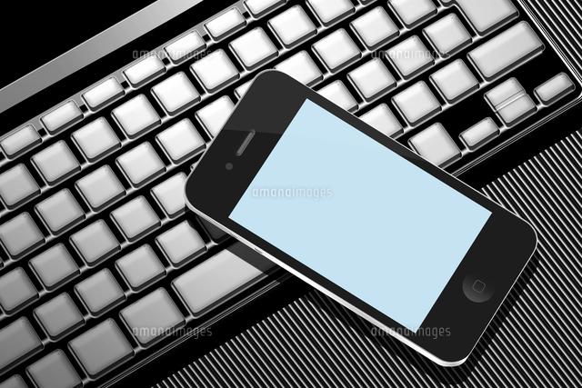 スマートフォンとノートパソコン (c)GYRO PHOTOGRAPHY/a.collectionRF