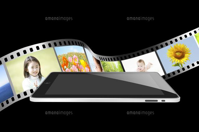 タブレット型コンピューターとフィルム (c)GYRO PHOTOGRAPHY/a.collectionRF