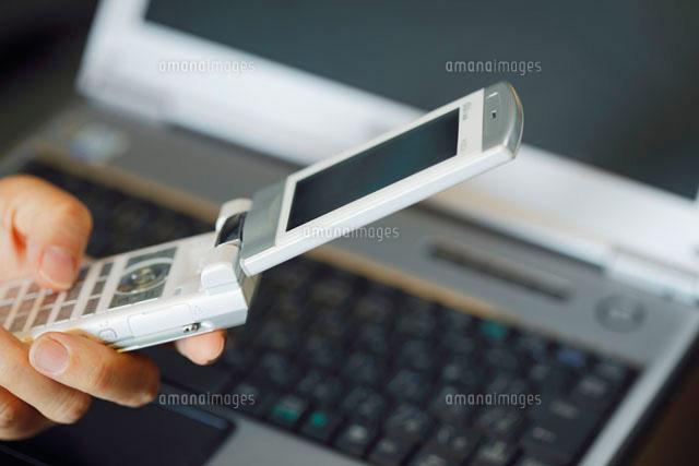携帯電話とパソコン (c)HIRO/a.collectionRF