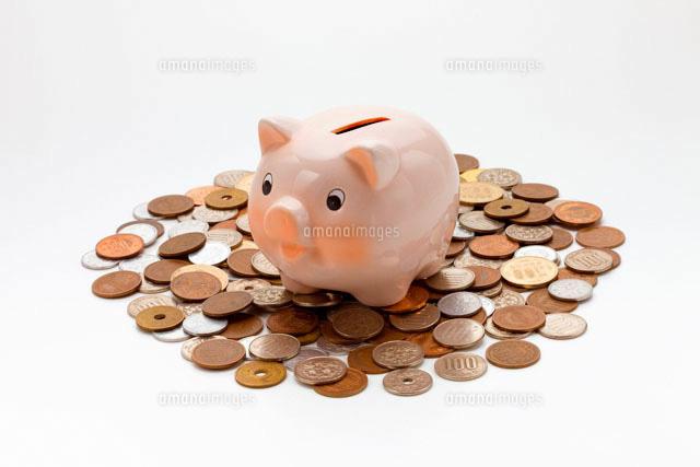 豚の貯金箱とお金 (c)a.collectionRF