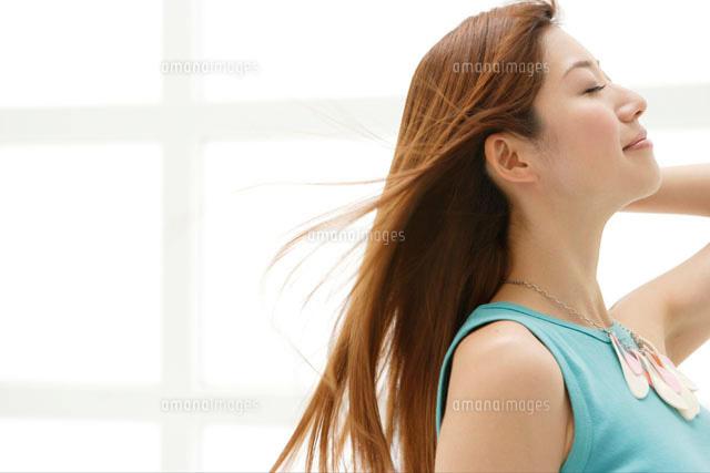 髪をなびかせる日本人女性 (c)absodels RF
