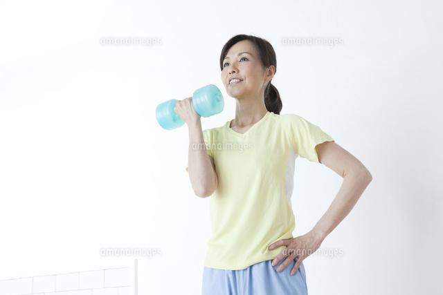 運動をする50代の女性 (c)absodels RF
