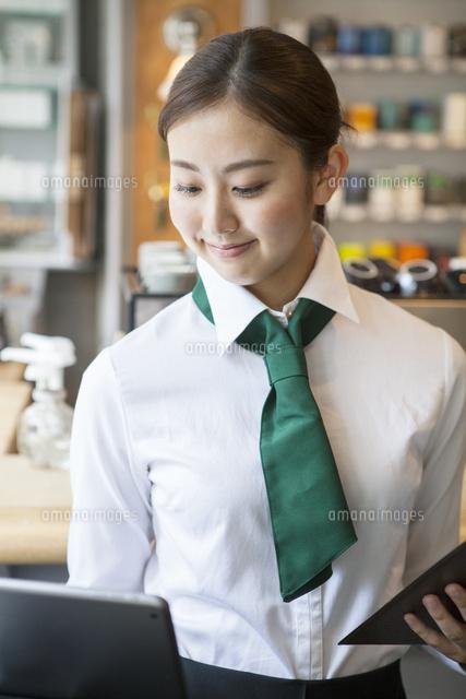20代女性カフェ店員 (c)absodels RF