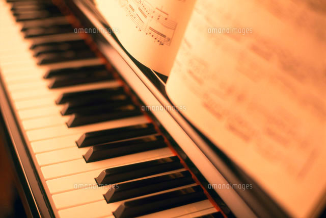 ピアノと楽譜 (c)palvec/a.collectionRF