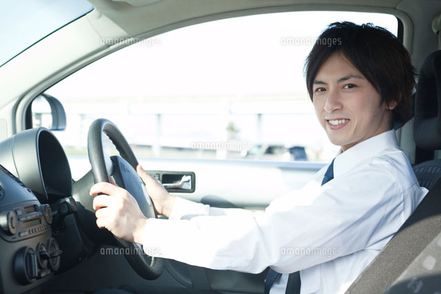 運転席でハンドルをにぎるビジネスマン (c)UFO RF/a.collectionRF