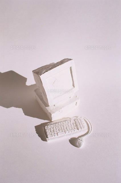 デスクトップのパソコンのオブジェ (c)Konno Noriyoshi/a.collectionRF