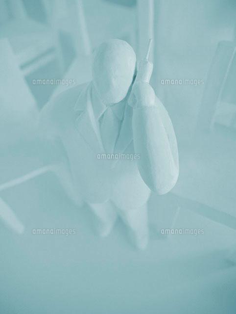 携帯電話をかけるビジネスマン クラフト (c)Konno Noriyoshi/a.collectionRF