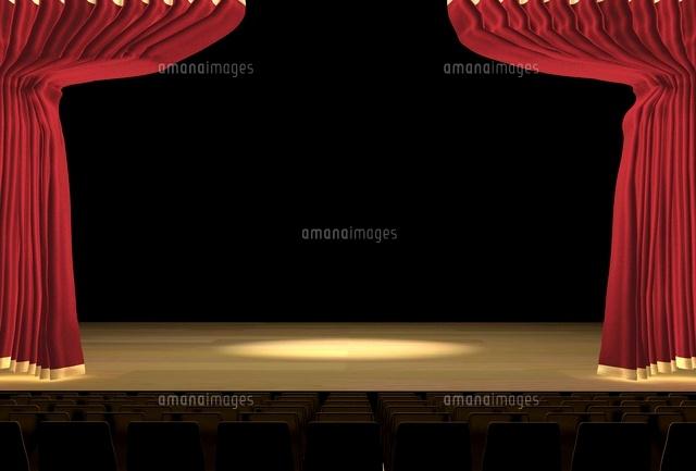 スポットライトのあたる暗いステージ (c)SHIROH KOHNO/a.collectionRF