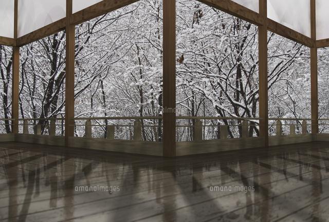 冬の和風建物の渡り廊下[10361000399]| 写真素材・ストックフォト・イラスト素材|アマナイメージズ