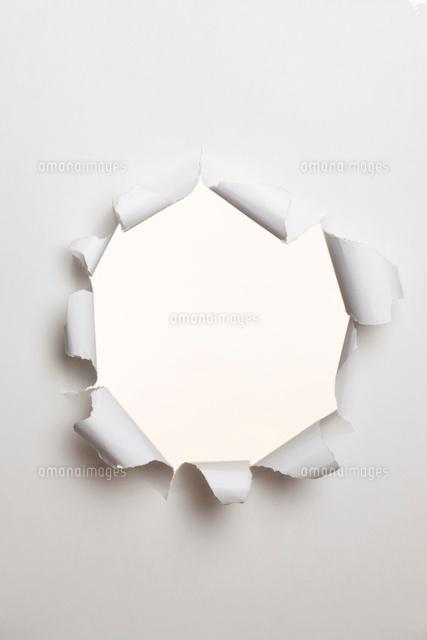 穴の開いた紙 (c)Shigeru Hoshino/a.collectionRF