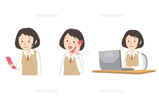 携帯・パソコンを使う女子学生 (c)studio monietrain/GOKU/a.collectionRF