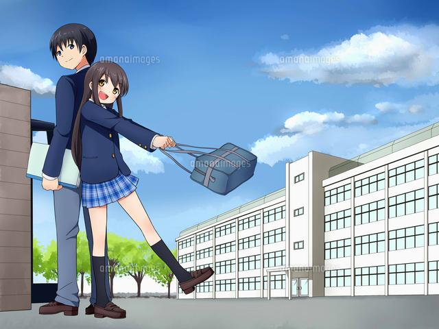背中合わせで立つ男子生徒と女子生徒(背景校舎) (c)coaco/a.collectionRF