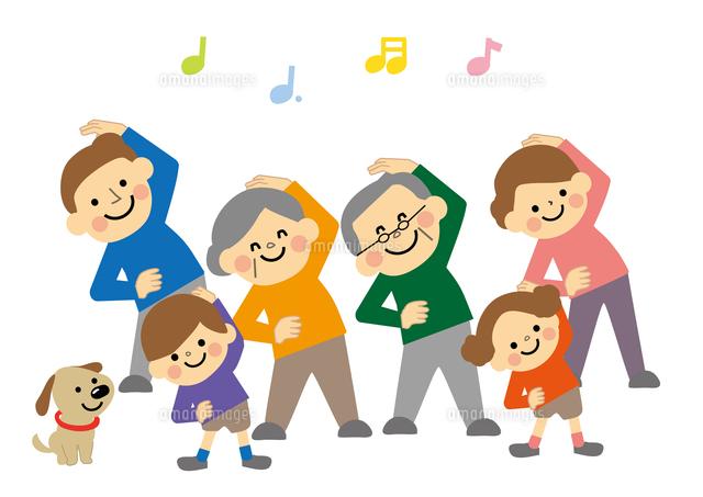 ラジオ体操をする三世代家族(c ...