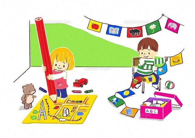 地図を描く女の子と旗を飾る男の子 (c)Fumi Watanabe/a.collectionRF