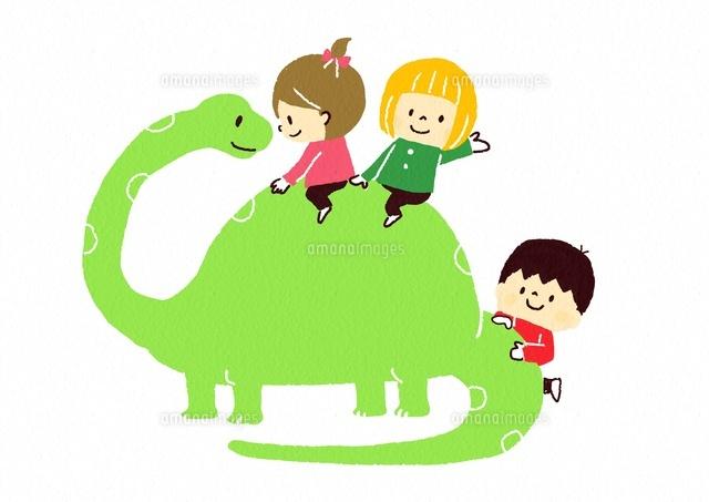恐竜と子供たち (c)Fumi Watanabe/a.collectionRF