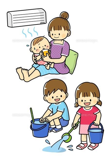 熱中症予防する赤ちゃんと打ち水をする子どもたち (c)Fumi Watanabe/a.collectionRF