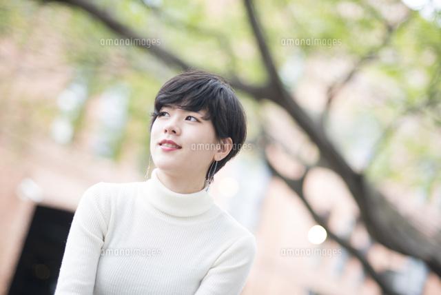 微笑んでいる女性 (c)Emi Komagata/a.collectionRF