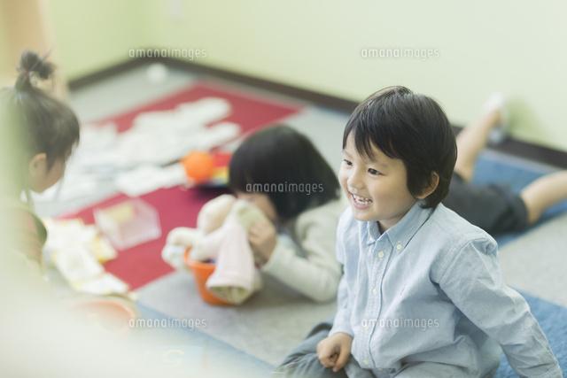 幼児教室で学ぶ子供たち (c)RYO/a.collectionRF