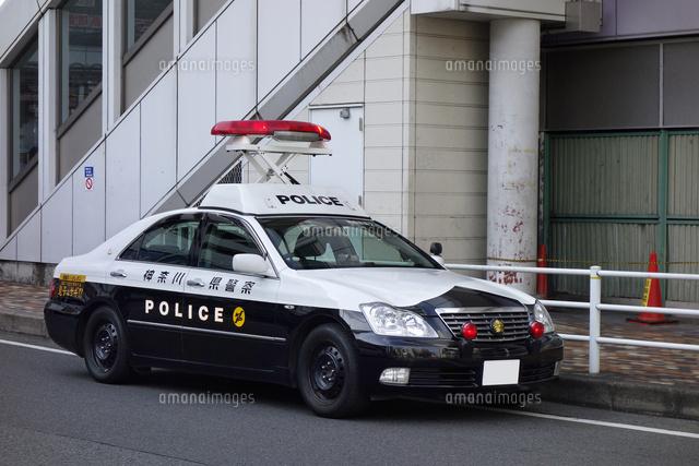 赤色灯を上げるパトカー (c)Keiji Kaneda/a.collectionRF