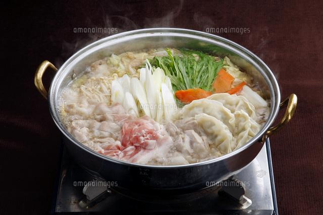 豚,餃子鍋[10724003025]| 写真素材・ストックフォト・イラスト素材|アマナイメージズ