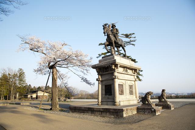 伊達政宗騎馬像と桜 (c)HISAO NAKAMURA/a.collectionRF