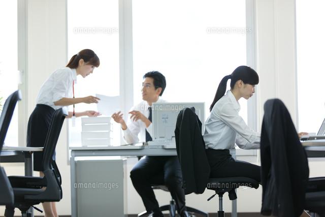 オフィスで働く会社員 (c)forty-one/amanaimagesRF