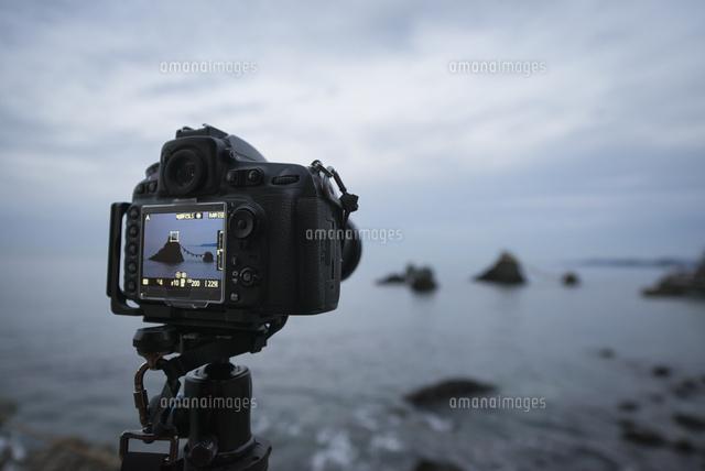 二見興玉神社の夫婦岩をデジタル一眼レフカメラで撮影 (c)Yuga Kurita/a.collectionRF