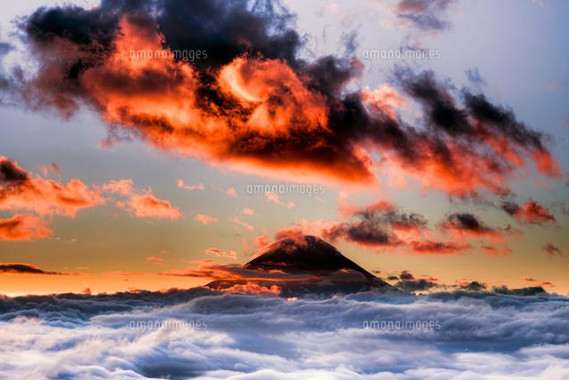 雲海と富士山 (c)TAKASHI KOMATSUBARA/a.collectionRF