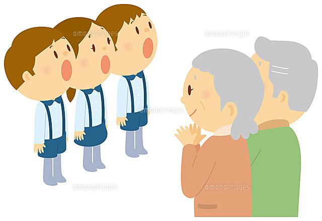 老人の前で歌を歌う子ども達 (c)SOURCENEXT CORPORATION