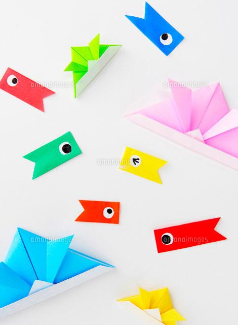 飛行機 折り紙 折り紙 イラスト : amanaimages.com