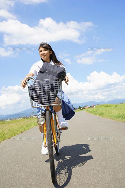 自転車に乗る女子中学生[11004035402]| 写真素材・ストックフォト ...