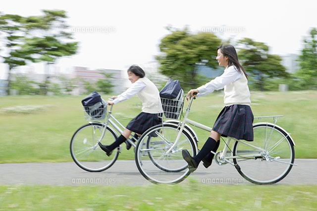 自転車に乗る女子中学生[11004074104]| 写真素材・ストックフォト ...