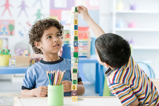 Two boys playing with building blocks (c)Image Source