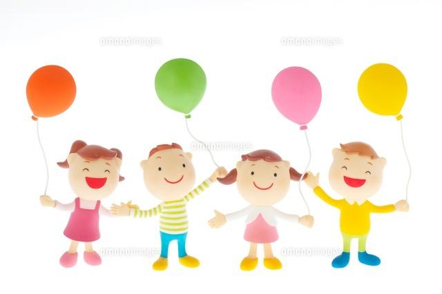 風船を持つ子供たちのクラフト (c)visual supple