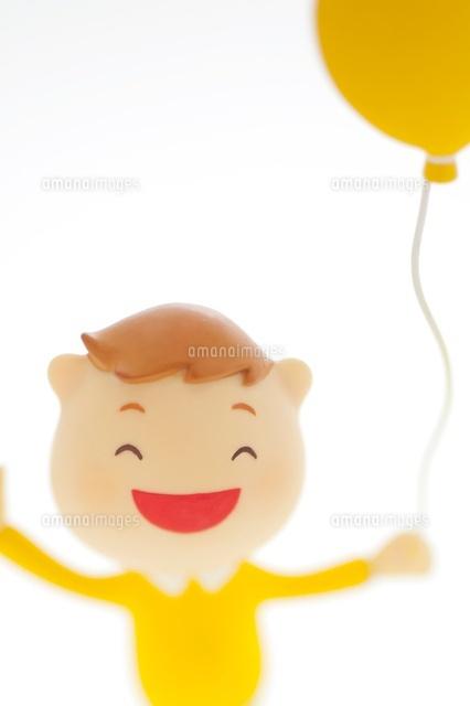 風船を持つ男の子のクラフト (c)visual supple