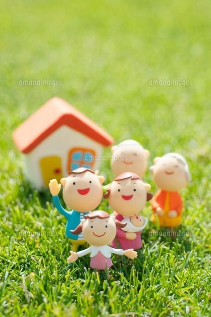 3世代家族と家のクラフト (c)visual supple