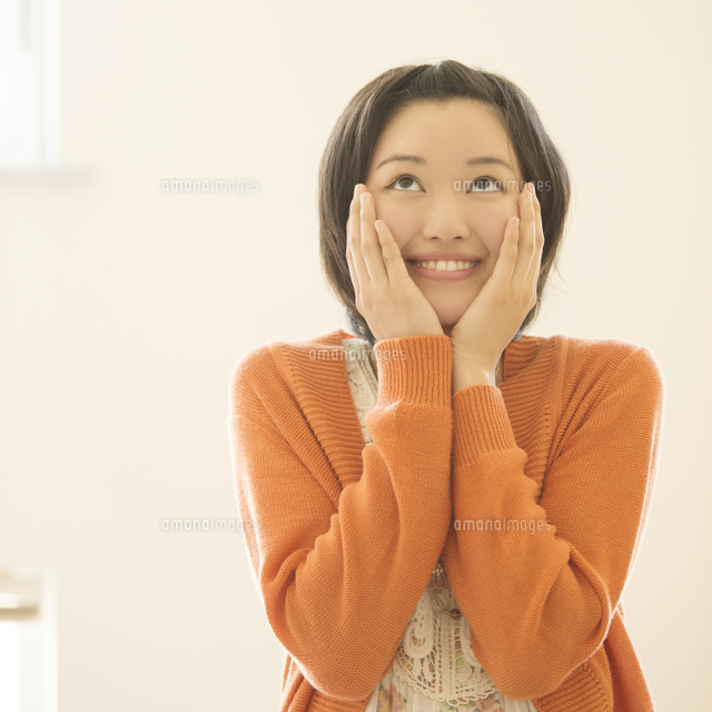 微笑む女性のポートレート (c)visual supple
