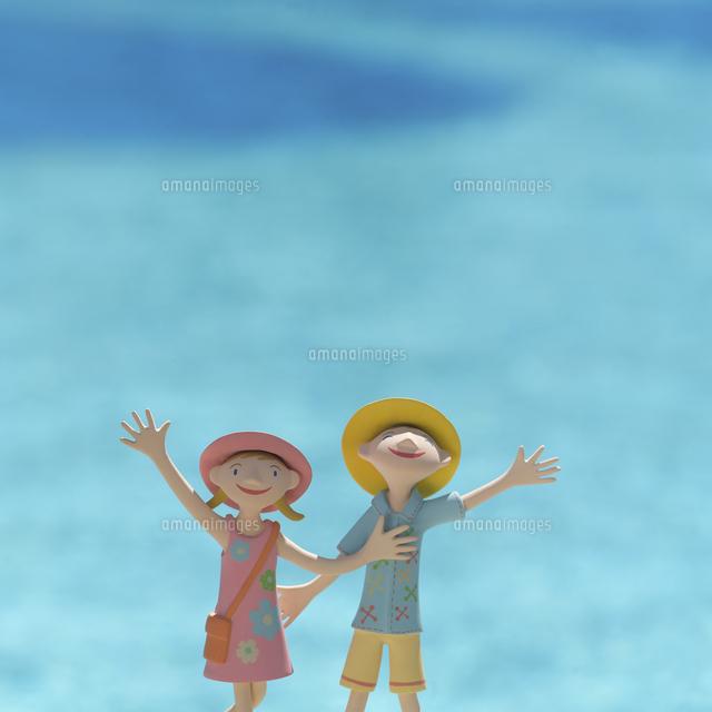 子供たちと海 クラフト (c)visual supple /amanaimages