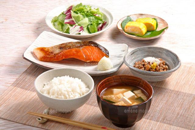 朝食(鮭の塩焼き) (c)minowa studio/a.collectionRF