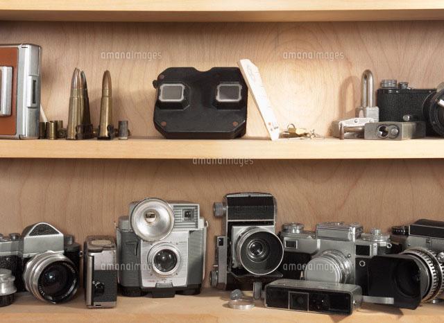 Vintage Cameras on Shelf (c)clover/a.collectionRF