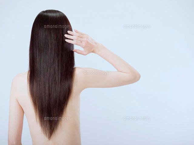 髪の長い女性の後姿 (c)didi