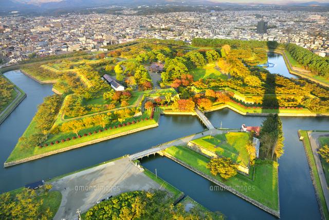 秋の函館 五稜郭タワーより紅葉の五稜郭公園 (c)JP