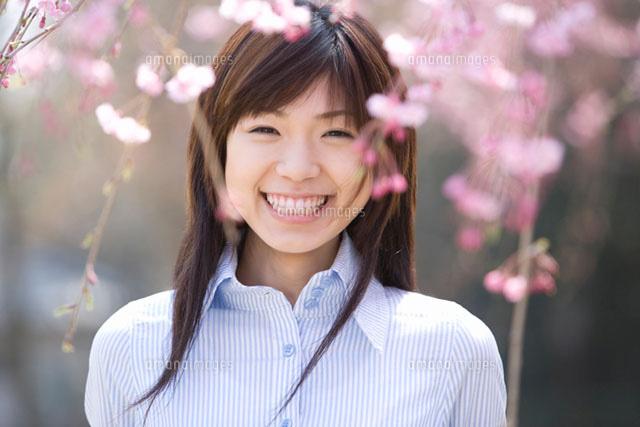 枝垂桜と女性 (c)daj