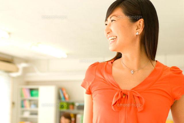 働く20代日本人女性の横顔 (c)LUSH LIFE/a.collectionRF