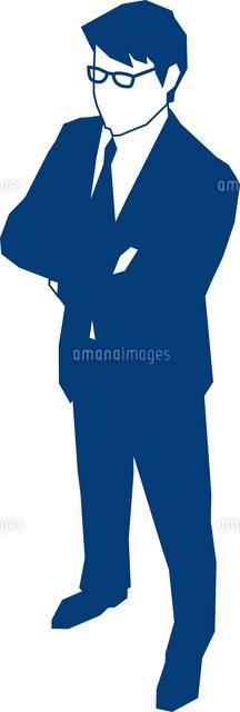 腕組みをして立つビジネスマン (c)MIXA CO.,LTD.