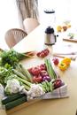 テーブルに並ぶ野菜