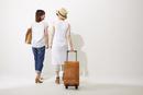 旅行に行く2人の女性