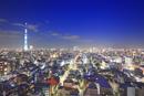 東京スカイツリーのライトアップと錦糸町方向の街並